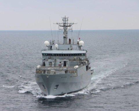 Український та британський кораблі увійшли в Чорне море: з'явились фото