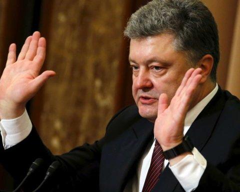 Зеленский начал отменять указы Порошенко: появились детали