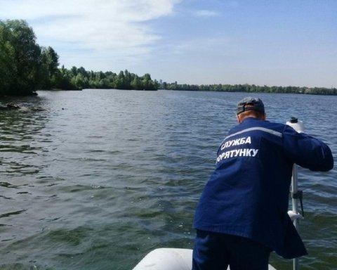 У Києві знайшли тіло потопельника: опубліковано фото з місця події