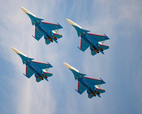 У небо над Москвою піднялися десятки винищувачів і штурмовиків: що відбувається