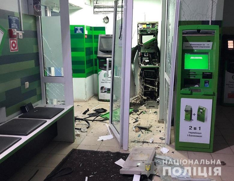 В Киеве неизвестные взорвали банкомат ПриватБанка и похитили деньги