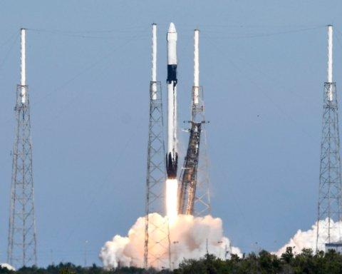 Space X успішно запустила ракету Falcon 9: з'явилися подробиці та фото