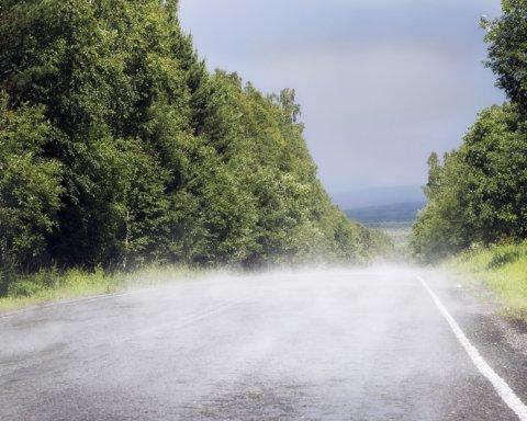 Обрушений міст біля Івано-Франківська перекрив під'їзд до сіл