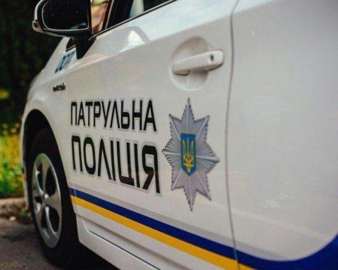 Под Киевом полицейские сбили ребенка с самокатом: страшный момент попал на видео