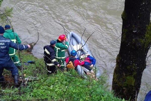 Автобус з туристами впав у річку на Прикарпатті: з'явилися нові дані про постраждалих