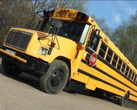 Автобус з дітьми протаранив фуру: подробиці аварії під Дніпром
