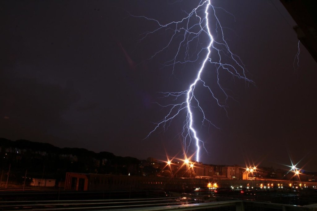 Дощі та грози повертаються: синоптик розповіла, де буде погана погода