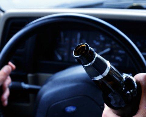 У Києві п'яний водій влаштував серйозну ДТП: опубліковано фото і відео