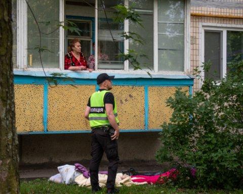 Случайно выпала из окна: в Киеве произошло смертельное ЧП