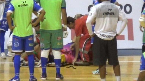 Арбитр не пережил матч: на футбольном поле во время игры произошло трагическое ЧП
