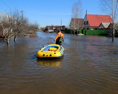 Дожди и не только: синоптики предупредили украинцев об опасности