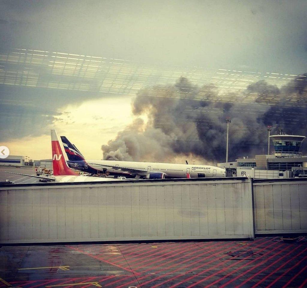 Займання літака в Росії: з'явилися відео евакуації пасажирів і дані про жертви