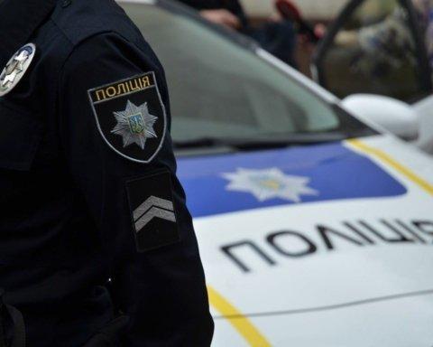 В Киеве мужчина угнал авто с полицейским в салоне: опубликованы фото и видео