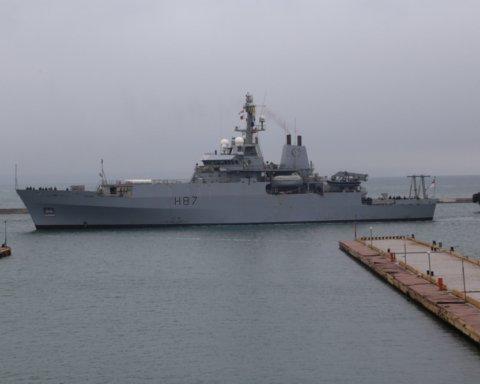 Британский военный корабль зашел в порт Одессы: первые фото с места