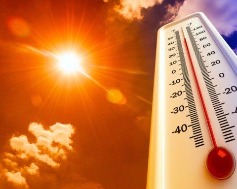 Троицкие выходные в Украине начнутся с аномальной жары