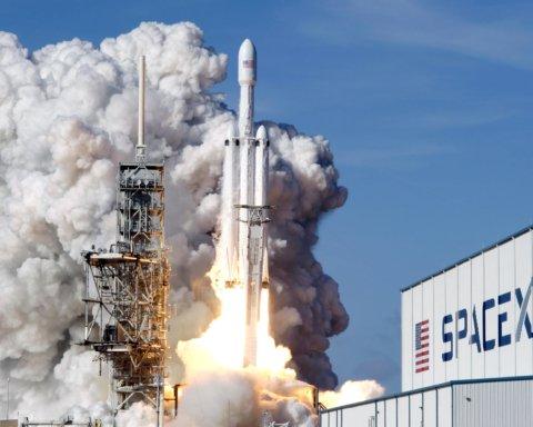 SpaceX рветься у космос: компанія Маска подала секретний позов проти уряду США