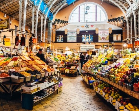 В Киеве открываются продуктовые рынки: полный список адресов