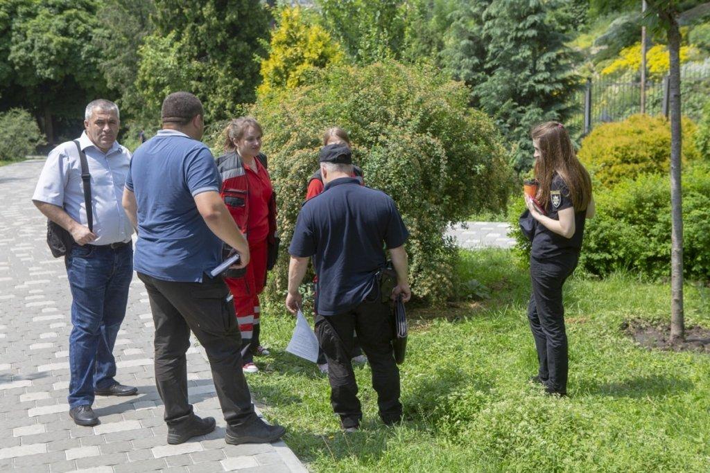 В центре Киева внезапно умер мужчина: появились фото с места ЧП