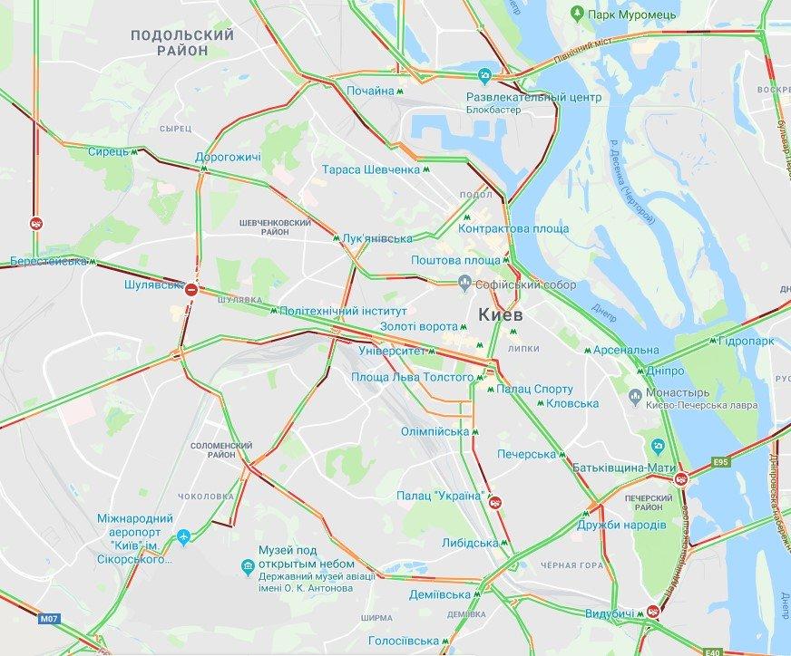 Киев замер в многокилометровых пробках: где не проехать