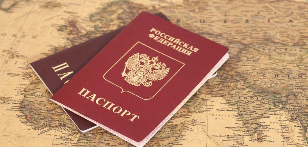 Видача паспортів на Донбасі: у Путіна хочуть відправити мільйони українців до Сибіру