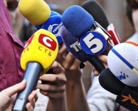 Кандидатов в нардепы забросали яйцами: все попало на видео