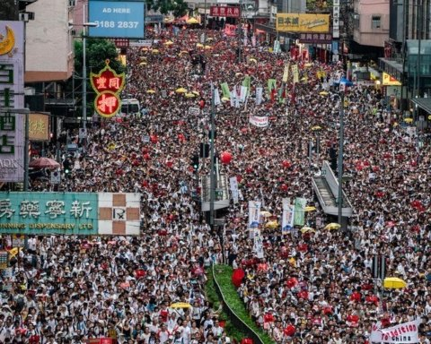 Влада Гонконгу послухалась протестувальників