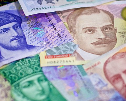 Курс ларі впав до історичного мінімуму існування грузинської валюти