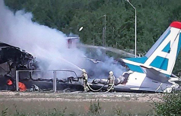 Авіакатастрофа АН-24 в Росії: пілот ціною свого життя врятував колегу