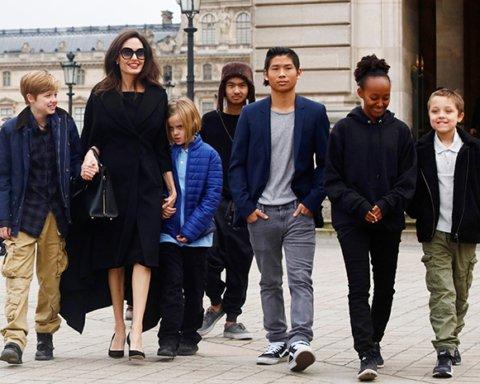 Бывшая няня рассказала об избалованных детях Джоли