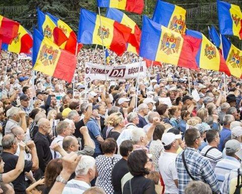 Двоевластие в Молдове: МИД попросило украинцев держаться от демонстраций подальше
