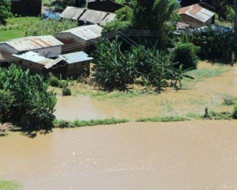 Масштабные наводнения в Китае: эвакуированы десятки тысяч человек