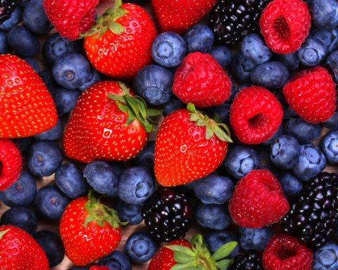 Супрун знову розвіяла купу міфів і сказала, як правильно вживати ягоди
