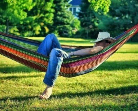 Спать нужно и днем: невролог навел убедительные аргументы