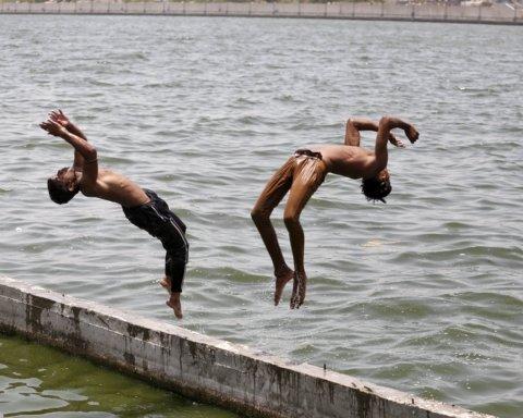 А вы еще жалуетесь: в Индии жара массово убивает людей