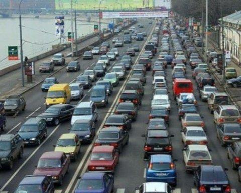 Центр Києва і мости застигли в заторах: список вулиць