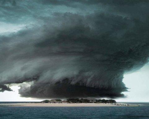 Тайфун в Японии: сотни тысяч людей получили предупреждение об опасности