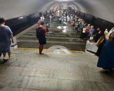 Станция метро ушла под воду в Харькове