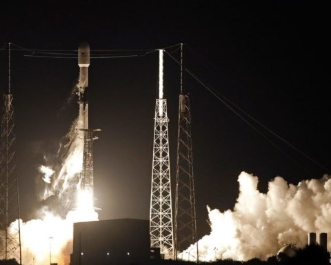 SpaceX запустила ракету Falcon 9 з супутниками: з'явилося відео