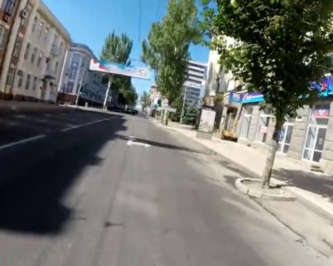 Пустые улицы и заброшенные магазины: появились печальные фото и видео из оккупированного Донецка