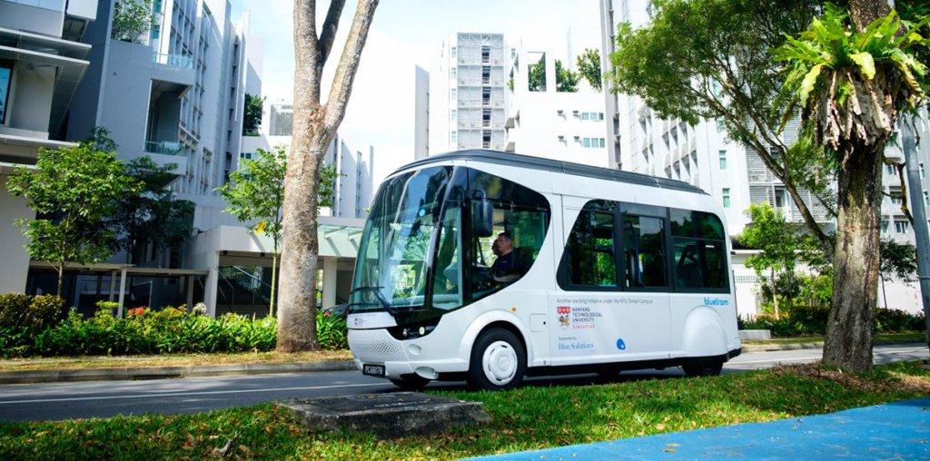 В Сингапуре появился автобус, который нужно заряжать каждые 2 км по 20 секунд