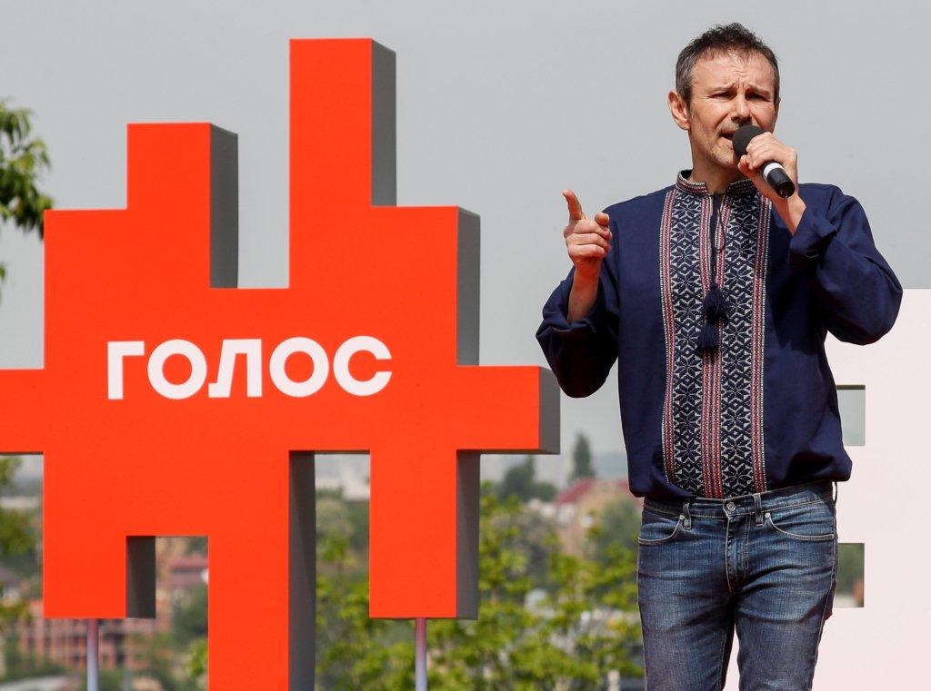 """У Вакарчука показали """"автобус змін"""" його нової партії"""