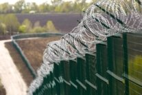 """Зміцнення кордону з Росією під загрозою зриву: частина """"стіни"""" виявилася в приватній власності"""