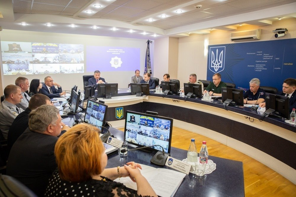 Парламентские выборы: Аваков требует сотрудничества от всех партий