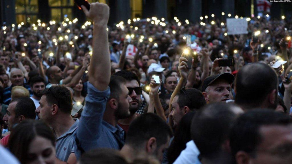Масові протести в Грузії: поліцейські скалічили десятки журналістів