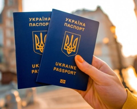 Україна стала значно рідше приймати у своє громадянство