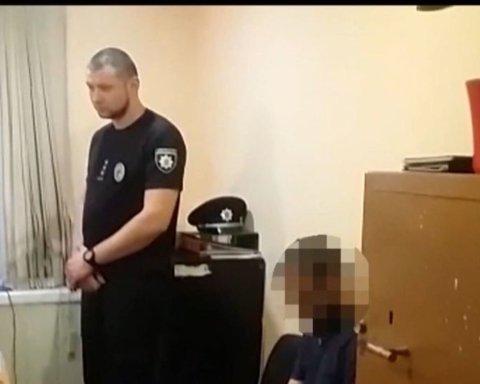 В Одессе мужчина вышел на волнорез и открыл огонь из пистолета