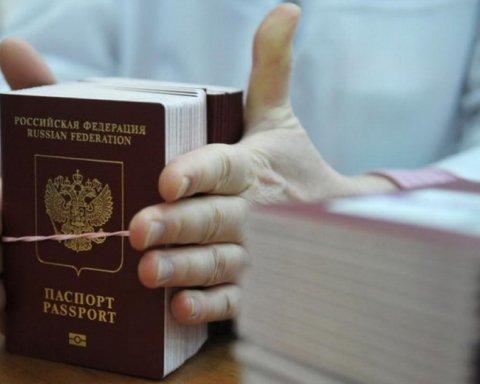 """ЄС готує нові """"пекельні"""" санкції проти РФ через видачу паспортів на Донбасі"""