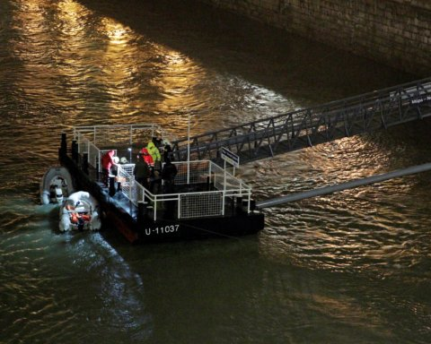 Смертельна аварія з теплоходами у Будапешті: з'явилася інформація про пошук загиблих