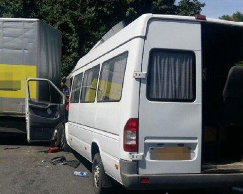 Жахлива ДТП на Вінниччині: багато постраждалих