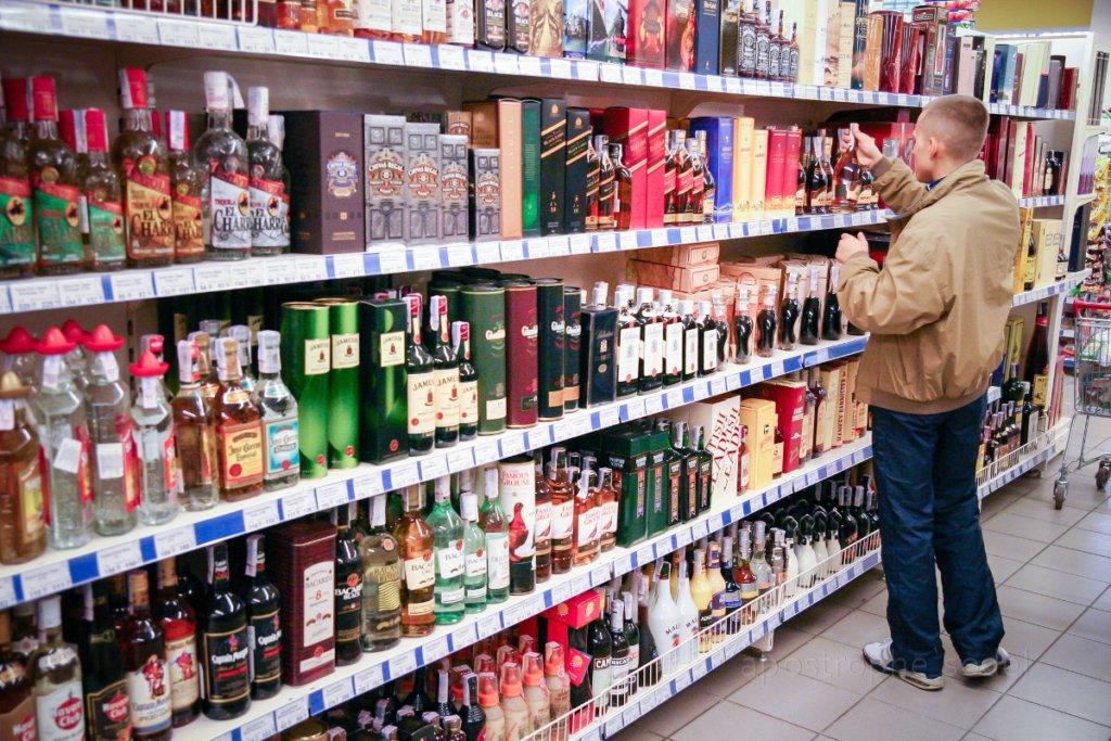 В Україні вирішили вдарити по сурогатному алкоголю примусовим подорожчанням
